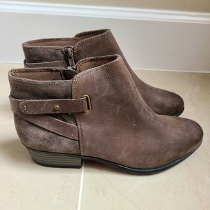Collection Clarks women ankle shoes sz 8.5 NWT